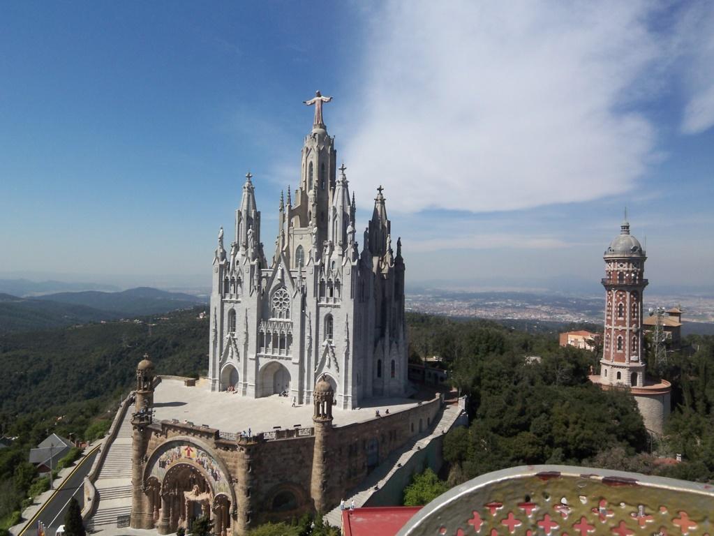 Church-of-the-Sacred-Heart-on-Mount-Tibidabo-Barcelona-Spain