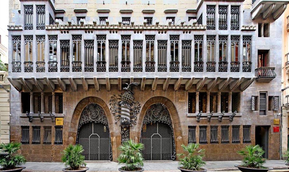 Facade-of-the-Palau-Guell