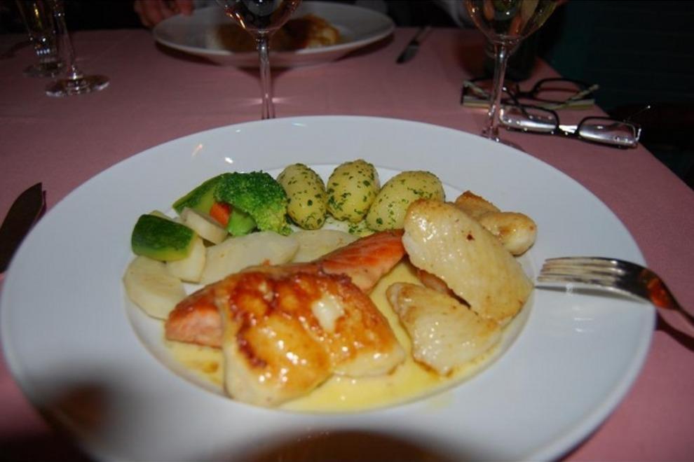 kervansaray-und-hummer-bar-4264716-seafood-combo-plate-vienna_54_990x660_201405311914